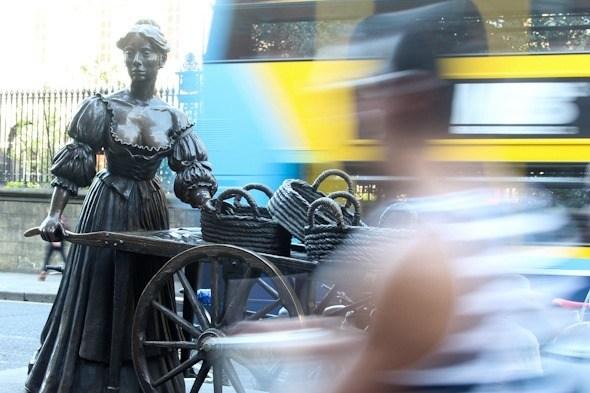 Molly Malone Statue in Dublin I @SatuVW I Destination Unknown